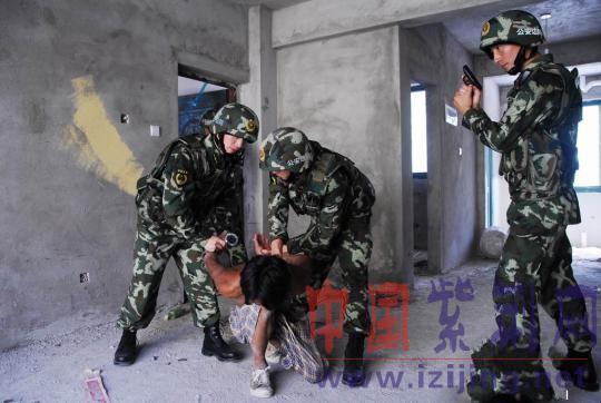 """云南河口口岸举行""""2014国门之盾""""反恐安保演练"""